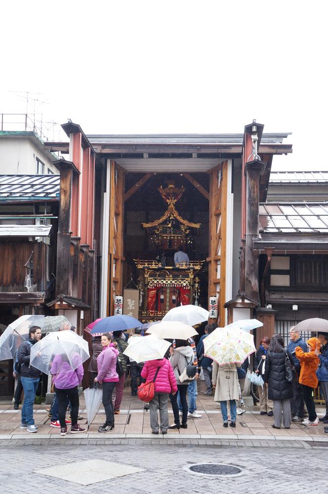 雨の高山祭 屋台蔵