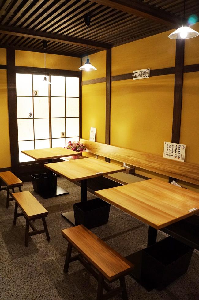 牛まん喜八郎 テーブル席